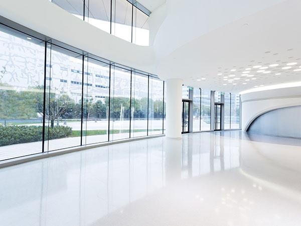 Sauberes Foyer in einem Bürogebäude