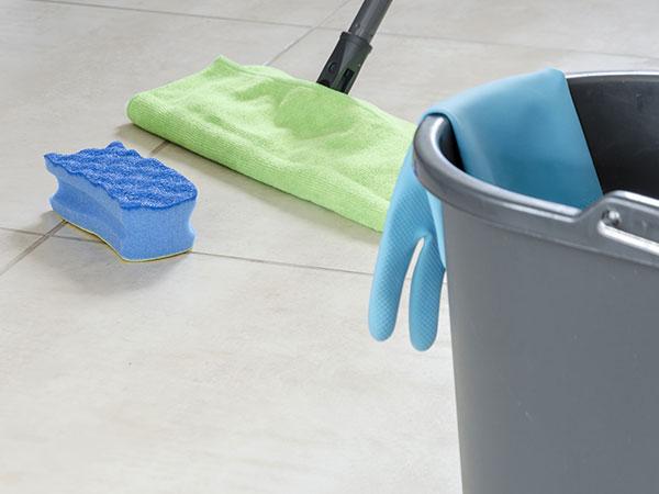 Reinigung eines Bodens in einem Privathaushalt